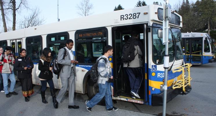 653 Boarding_the_bus..jpg