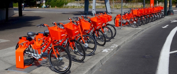 Biketown_station_at_NE_Multnomah_&_Wheeler_2016.jpg