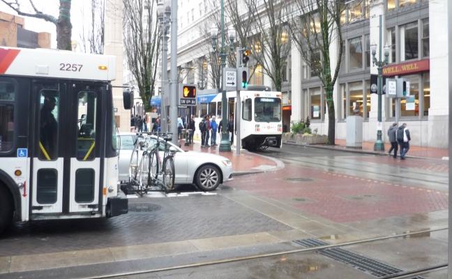 Bus_Max_Pioneer_altered.jpg