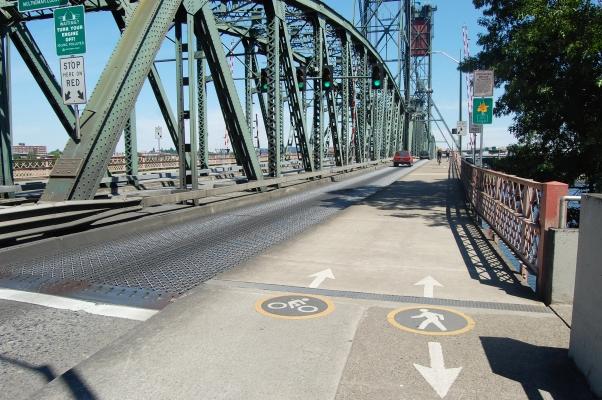 Hawthorne bridge deck.jpg
